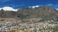 The spectacular Table Mountain is a stunning backdrop to Cape Town |  <i>Walter Knirr</i>