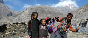 Enthusiastic local kids as we trek Annapurna Circuit | Ross Anderson